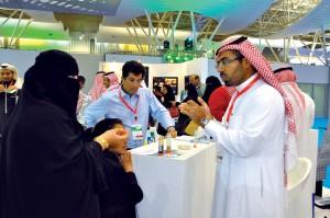 الدكتور علي المحيش يشرح فكرة الوقود الحيوي المستخرج من نوى التمر