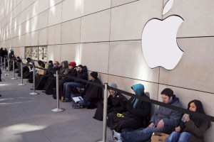 Be-Prepared-to-Wait-in-Long-Lines-for-iPhone-6-1024x682