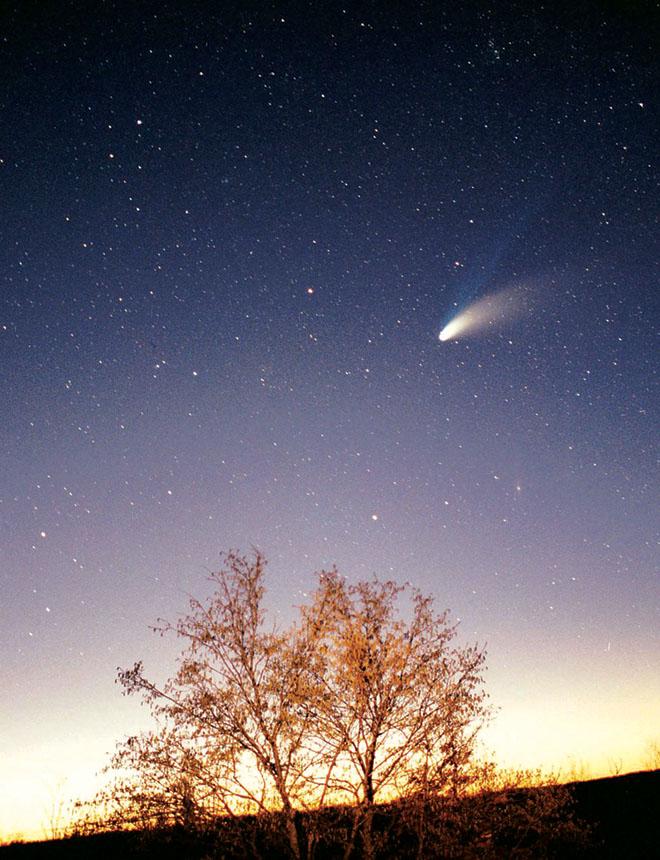 5811d9e4e45fd 1024px-Comet-Hale-Bopp-29-03-1997 hires adj