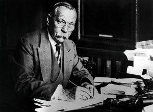 SIR ARTHUR CONAN DOYLE A SON BUREAU EN 1923